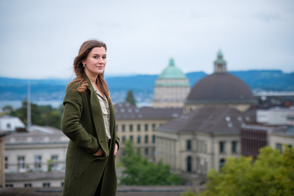 Stella Harper in front of the ETH Zurich main building