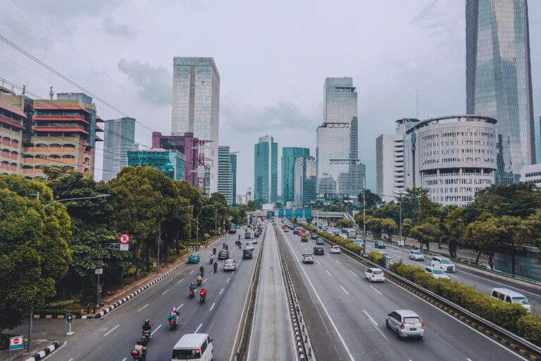 A cityscape with traffic