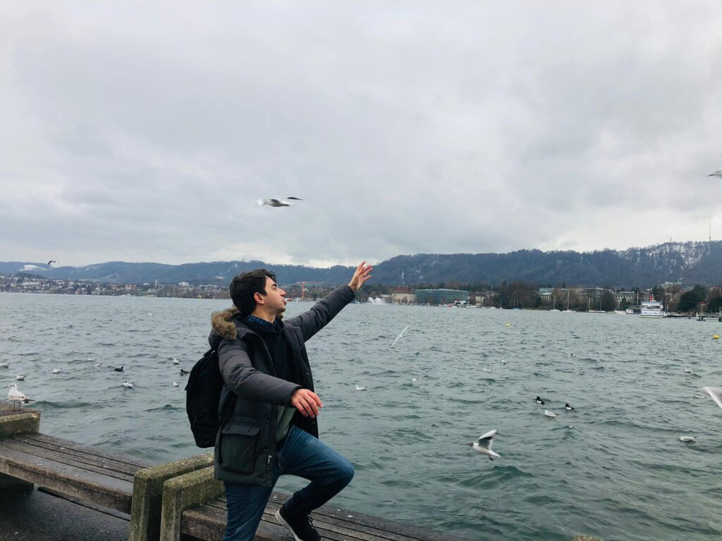 Author pointing at the seagulls at the border of the lake